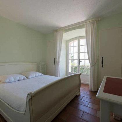 3. Schlafzimmer mit Meerblick. Bettgrösse: 1.60 m x 2 m