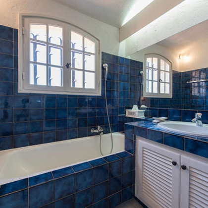 Maritimes Bad en suite mit Mückenschutz + separater Dusche und Blick auf St.Tropez